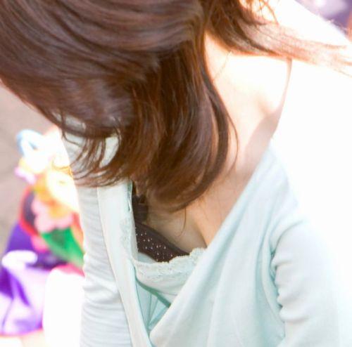 ノーブラ女性の横乳・ハミ乳・乳首ポロリ画像まとめ 42枚 No.6