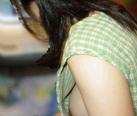 ノーブラ女性の横乳・ハミ乳・乳首ポロリ画像まとめ 42枚 No.13