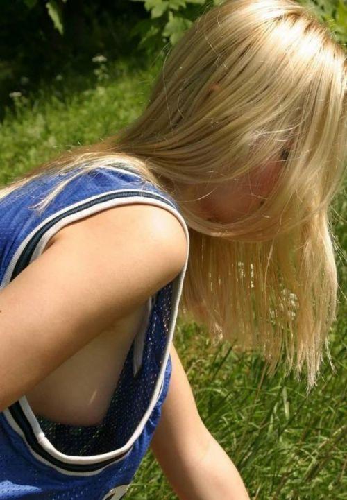 ノーブラ女性の横乳・ハミ乳・乳首ポロリ画像まとめ 42枚 No.34