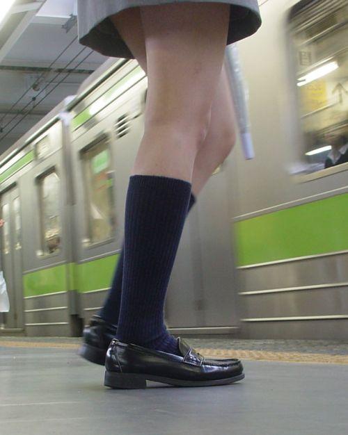 電車で座ってるJKがパンモロしてたらじっくり見ちゃうよな? 40枚 No.20