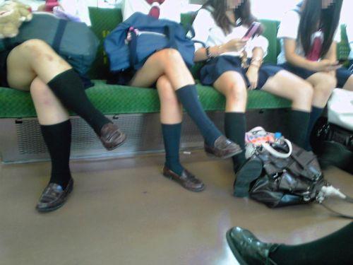 電車で座ってるJKがパンモロしてたらじっくり見ちゃうよな? 40枚 No.28