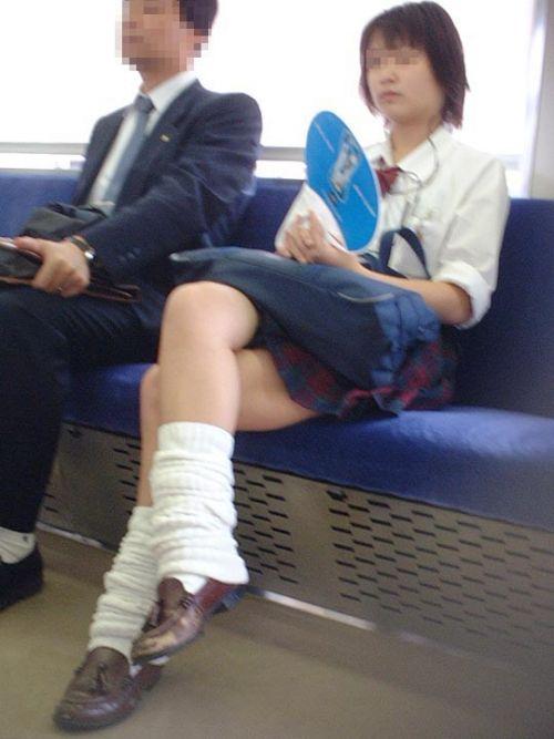 電車で座ってるJKがパンモロしてたらじっくり見ちゃうよな? 40枚 No.30