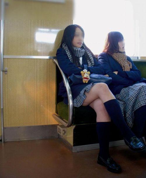 電車で座ってるJKがパンモロしてたらじっくり見ちゃうよな? 40枚 No.31