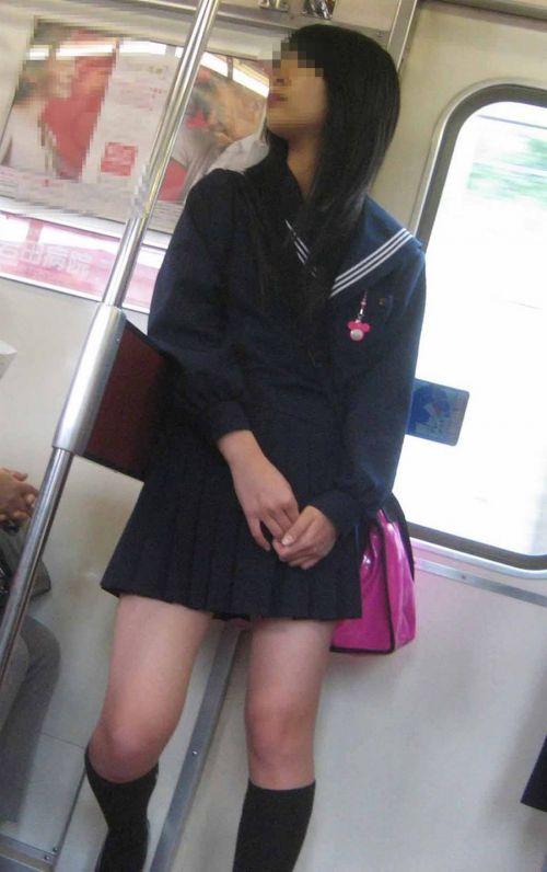 電車で座ってるJKがパンモロしてたらじっくり見ちゃうよな? 40枚 No.33