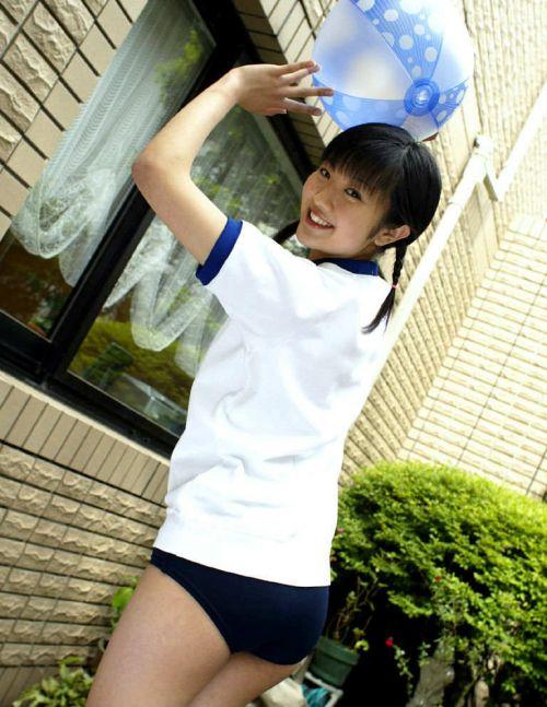 【画像】女子高生のブルマを楽しんだ世代はこのエロさ分かるよな? 36枚 No.11