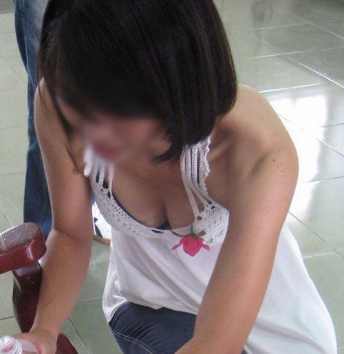 【盗撮画像】ノンスリーブ胸チラは乳首ポロリもエロ過ぎる 35枚 No.13