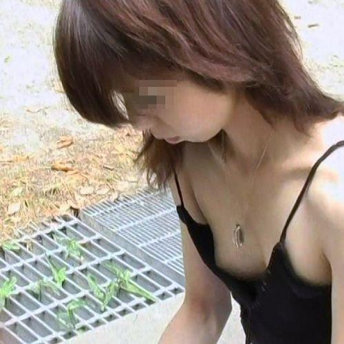 【盗撮画像】ノンスリーブ胸チラは乳首ポロリもエロ過ぎる 35枚 No.16