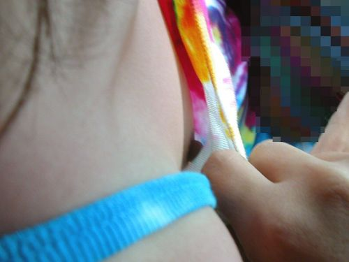 【盗撮画像】ノンスリーブ胸チラは乳首ポロリもエロ過ぎる 35枚 No.18