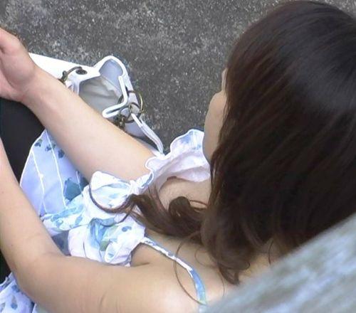 【盗撮画像】ノンスリーブ胸チラは乳首ポロリもエロ過ぎる 35枚 No.27