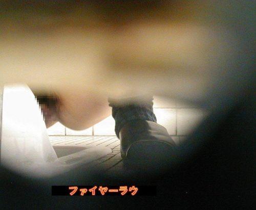 和式便所を前方から覗いてお◯っことかを盗撮しちゃうエロ画像 35枚 No.21