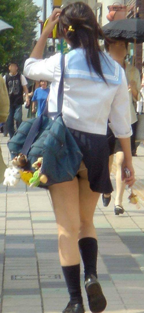 【エロ画像】JKのお尻パンチラが一番綺麗に見えるポーズまとめ 38枚 No.9