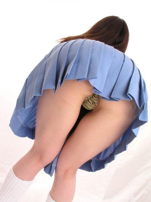 【エロ画像】JKのお尻パンチラが一番綺麗に見えるポーズまとめ 38枚 No.31