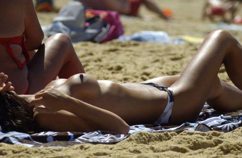 外国人美女だらけの楽園!ヌーディストビーチの盗撮エロ画像! 37枚 No.15