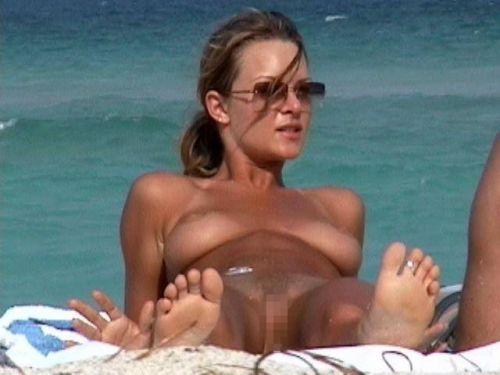 外国人美女だらけの楽園!ヌーディストビーチの盗撮エロ画像! 37枚 No.17