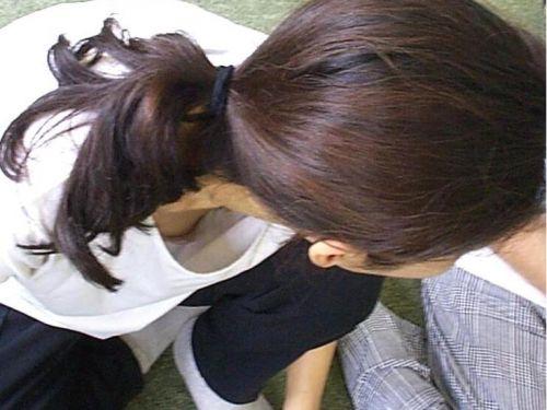 お姉さんの乳首ポロリだけを集めた盗撮エロ画像 36枚 No.1