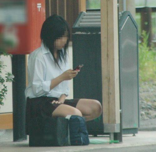 【JK画像】そんな地面に座り込んだらパンチラしちゃうんじゃね? 35枚 No.12