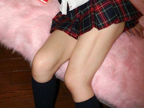 【※シコシコおっき】JKの色白な美脚ナマ足画像まとめ 37枚 No.1