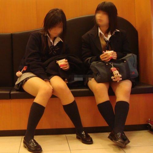 【※シコシコおっき】JKの色白な美脚ナマ足画像まとめ 37枚 No.2