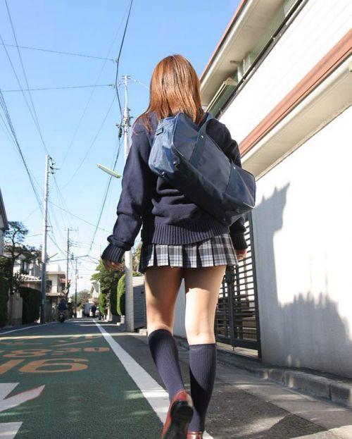 【※シコシコおっき】JKの色白な美脚ナマ足画像まとめ 37枚 No.12