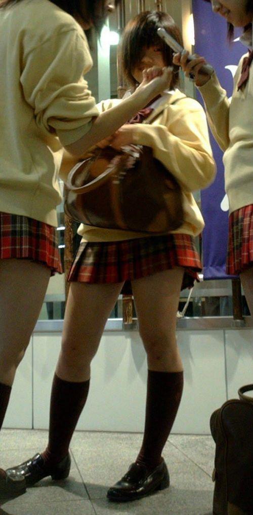 【※シコシコおっき】JKの色白な美脚ナマ足画像まとめ 37枚 No.15