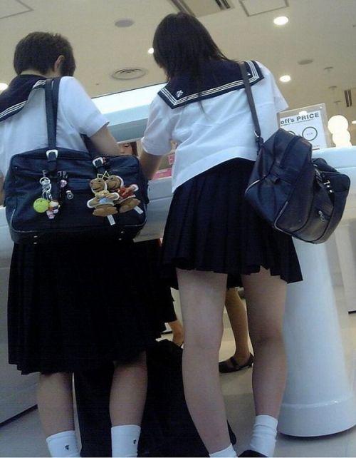 【※シコシコおっき】JKの色白な美脚ナマ足画像まとめ 37枚 No.16