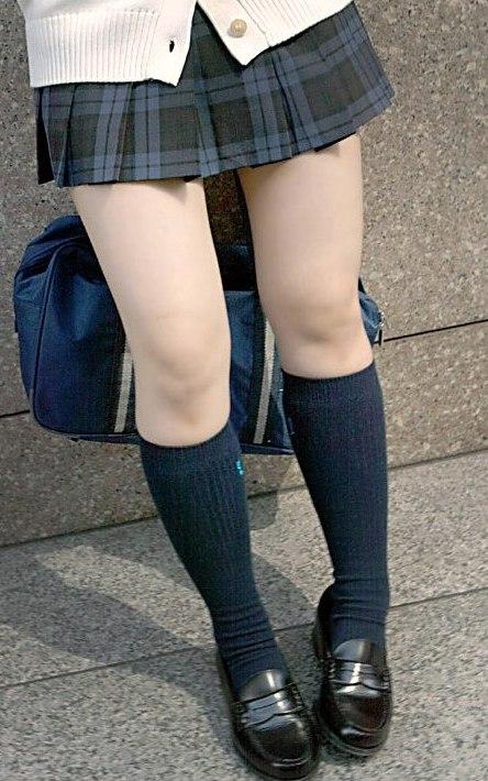 【※シコシコおっき】JKの色白な美脚ナマ足画像まとめ 37枚 No.26