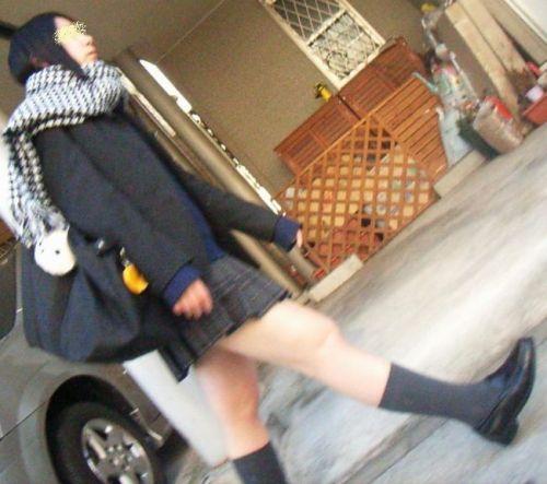 【※シコシコおっき】JKの色白な美脚ナマ足画像まとめ 37枚 No.32
