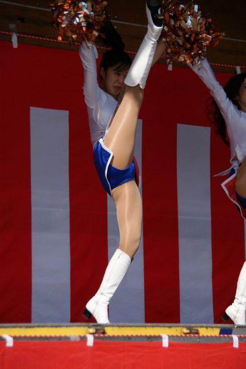 【画像あり】大きく足を開いたチアガールの股間がエロ過ぎ! 38枚 No.4