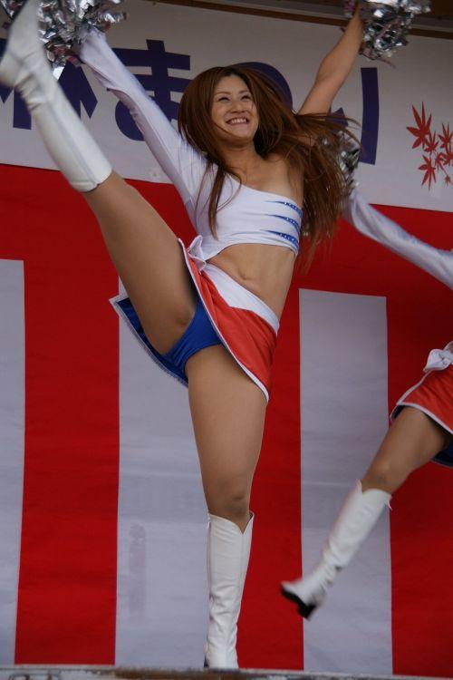 【画像あり】大きく足を開いたチアガールの股間がエロ過ぎ! 38枚 No.5
