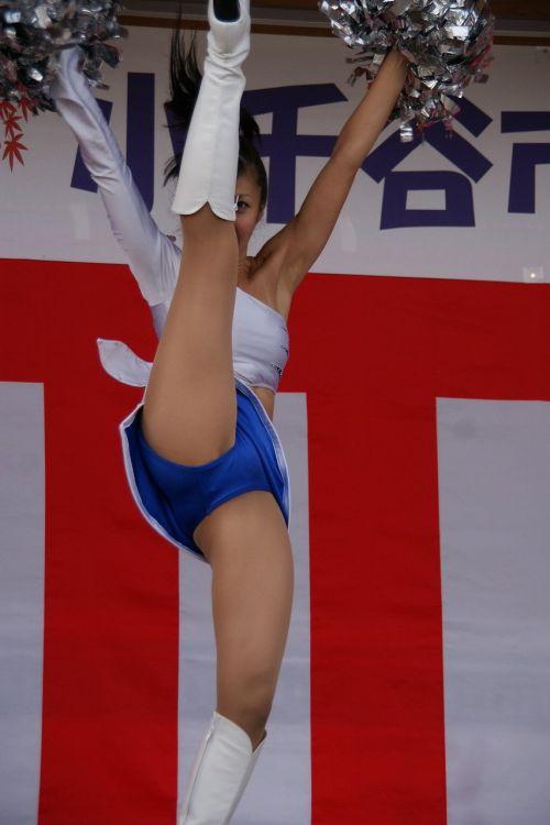 【画像あり】大きく足を開いたチアガールの股間がエロ過ぎ! 38枚 No.7