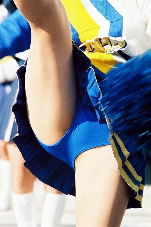 【画像あり】大きく足を開いたチアガールの股間がエロ過ぎ! 38枚 No.15