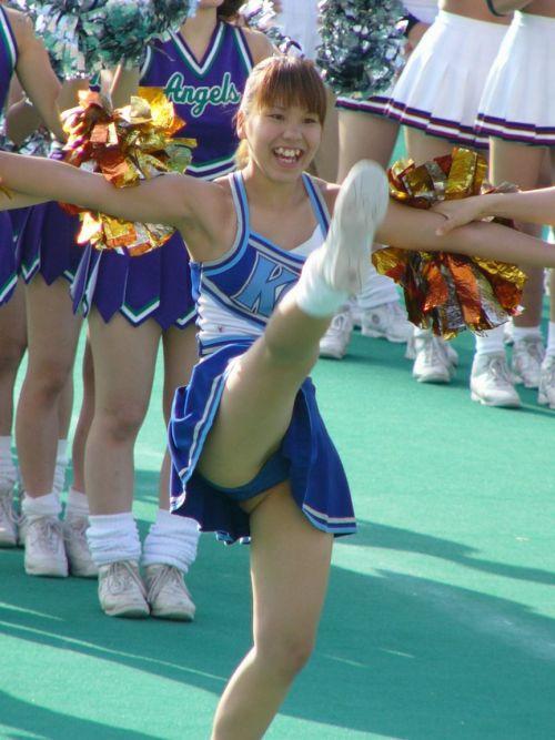 【画像あり】大きく足を開いたチアガールの股間がエロ過ぎ! 38枚 No.17