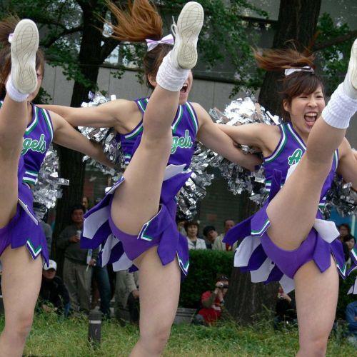 【画像あり】大きく足を開いたチアガールの股間がエロ過ぎ! 38枚 No.25
