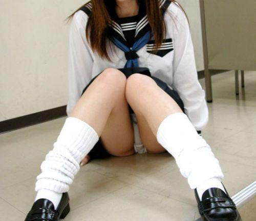 【画像】女子校生が無邪気にパンチラしてるエロ画像まとめ 36枚 No.2