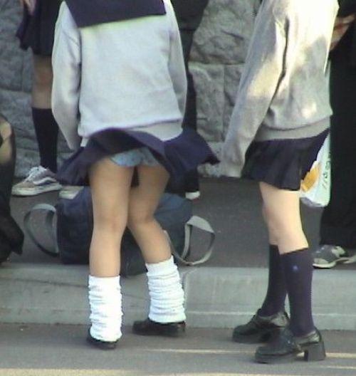 【画像】女子校生が無邪気にパンチラしてるエロ画像まとめ 36枚 No.22