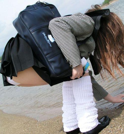 【画像】女子校生が無邪気にパンチラしてるエロ画像まとめ 36枚 No.24
