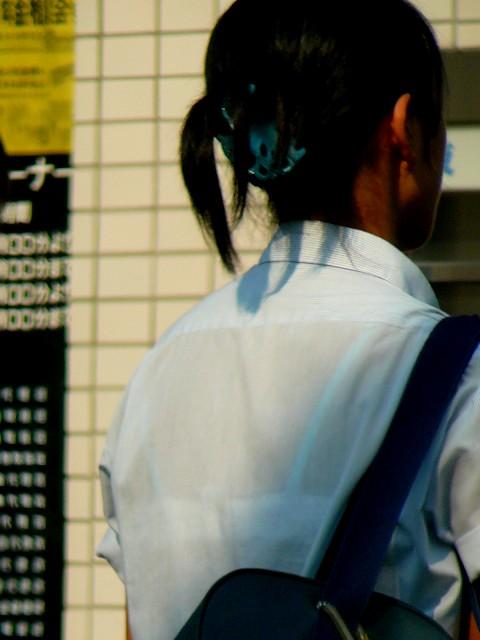 【画像】JKの透けたブラジャーとかブラ紐が青春なエロさだわww 35枚 part.4 No.3