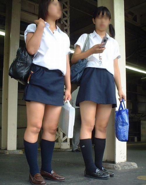 電車通学JKの紺ソックスと太ももを楽しむ盗撮画像 39枚 No.4