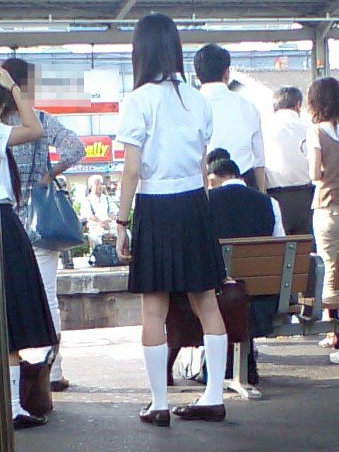 電車通学JKの紺ソックスと太ももを楽しむ盗撮画像 39枚 No.8