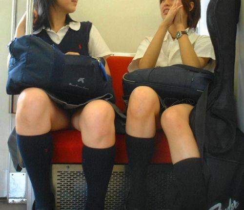 電車通学JKの紺ソックスと太ももを楽しむ盗撮画像 39枚 No.10