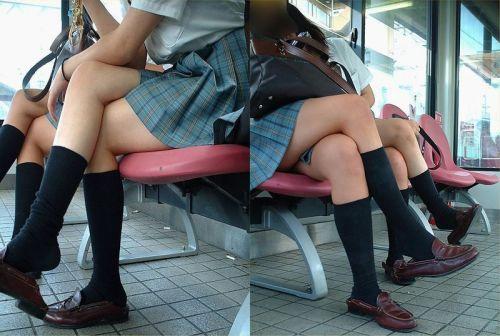 電車通学JKの紺ソックスと太ももを楽しむ盗撮画像 39枚 No.19