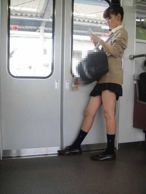 電車通学JKの紺ソックスと太ももを楽しむ盗撮画像 39枚 No.23