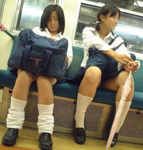 電車通学JKの紺ソックスと太ももを楽しむ盗撮画像 39枚 No.39
