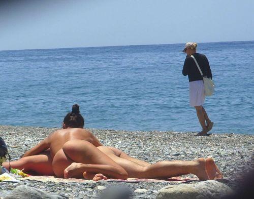 ヌーディストビーチでおっぱいとまんこもさらけ出しちゃう外人盗撮画像 37枚 No.6