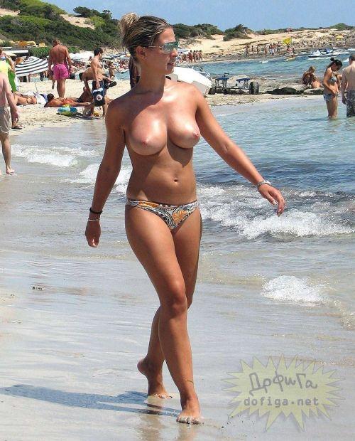 ヌーディストビーチでおっぱいとまんこもさらけ出しちゃう外人盗撮画像 37枚 No.21