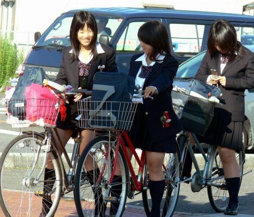 【盗撮画像】風が吹いたらパンチラしちゃう自転車通学JK画像 41枚 No.2