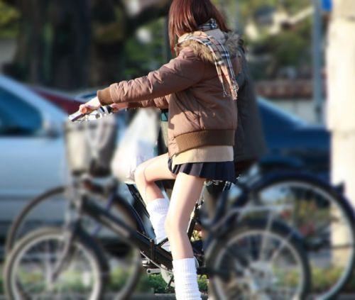 【盗撮画像】風が吹いたらパンチラしちゃう自転車通学JK画像 41枚 No.4