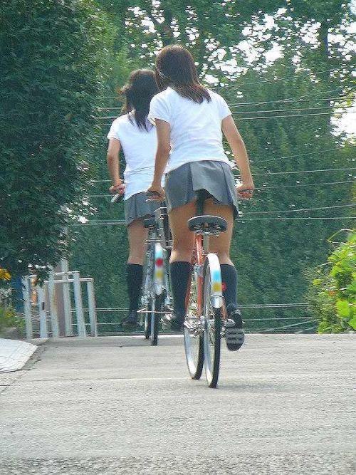 【盗撮画像】風が吹いたらパンチラしちゃう自転車通学JK画像 41枚 No.8