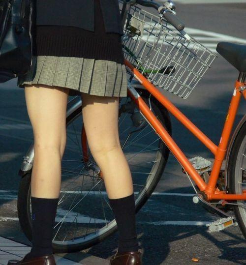 【盗撮画像】風が吹いたらパンチラしちゃう自転車通学JK画像 41枚 No.9