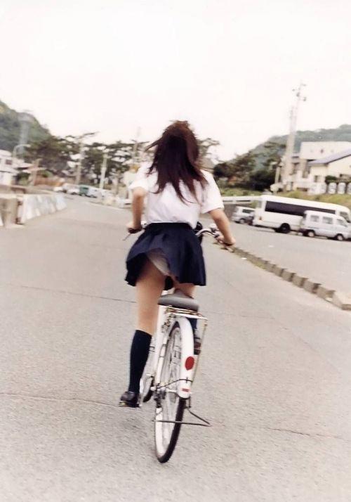 【盗撮画像】風が吹いたらパンチラしちゃう自転車通学JK画像 41枚 No.10